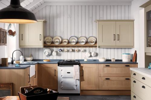 Harrison & Fletcher - Broadoak Classic Kitchen 1
