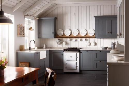 Harrison & Fletcher - Mornington Shaker Classic Kitchen 3